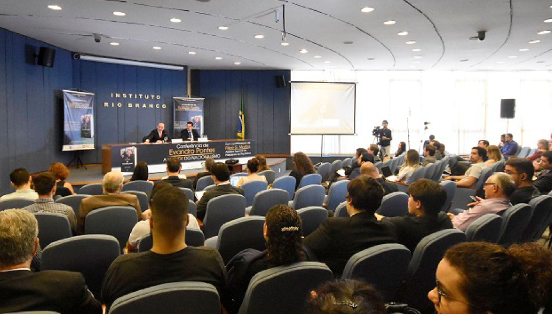 """Assista ao vídeo da conferência do professor Evandro Pontes sobre """"A virtude do nacionalismo"""""""