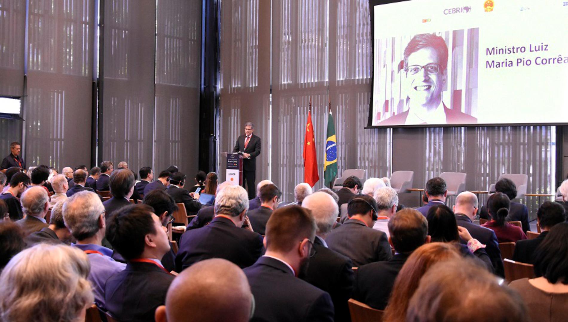 """Assista a vídeos do seminário """"45 anos de relações diplomáticas Brasil-China"""""""
